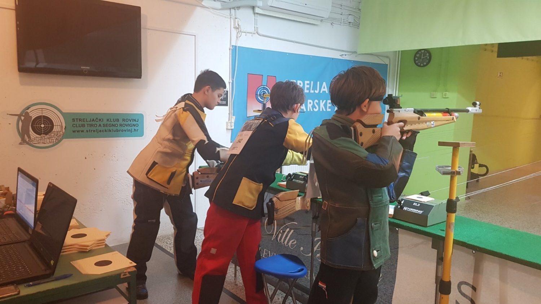 kadeti rovinja na natjecanju zračnom puškom
